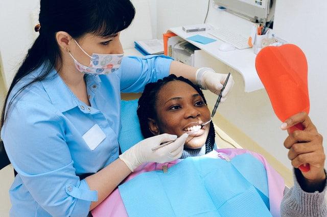 הלבנת שיניים אצל רופא